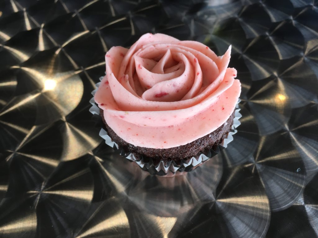 Rosette Cupcake - Choc w/strawberry Frosting